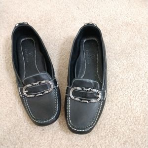ColeHaan black leather loafer size 8.5 N